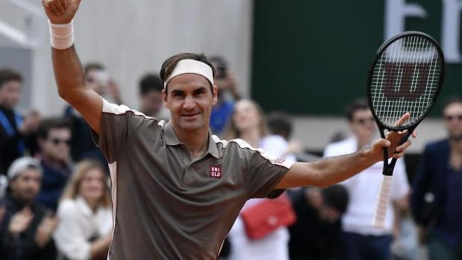 Federer triunfa en su retorno a la tierra de París
