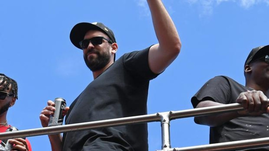 Marc Gasol, un showman eufórico en el desfile de los Raptors