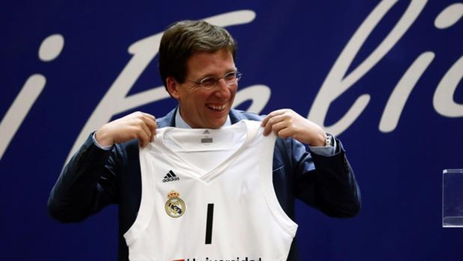 El mal trago de Almeida en la fiesta del Real Madrid