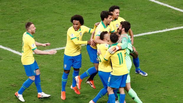 Brasil, en semis gracias a los once metros