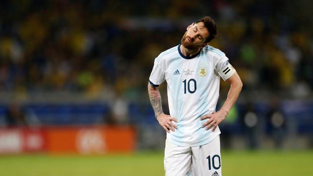 Messi sigue sin poder levantar a Argentina