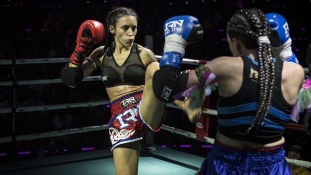 La luchadora que pelea en estadios