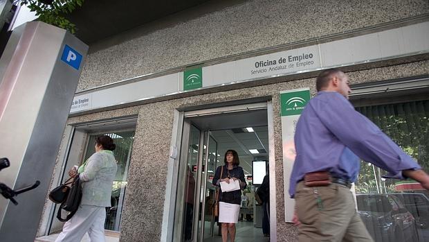 M s de medio mill n de parados se han quedado sin for Oficina de registro madrid