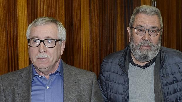 Los secretarios generales de UGT y CCOO, Cándido Méndez (d) e Ignacio Fernández Toxo (i)