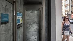 La banca estima que aún debe cerrar unas 6.000 oficinas más
