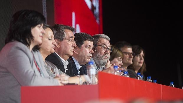 Los miembros de la comisión ejecutiva confederal, ayer, durante la apertural del congreso