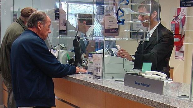 Los tipos bajos y la volatilidad penalizan el ahorro for Oficina registro madrid