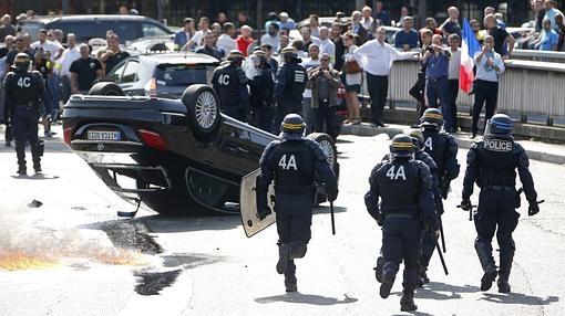 Imagen de las protestas de taxistas en París contra el uso de Uber- ABC