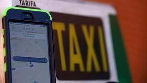 La liberalización del taxi enfrenta a Competencia con el Gobierno y el sector