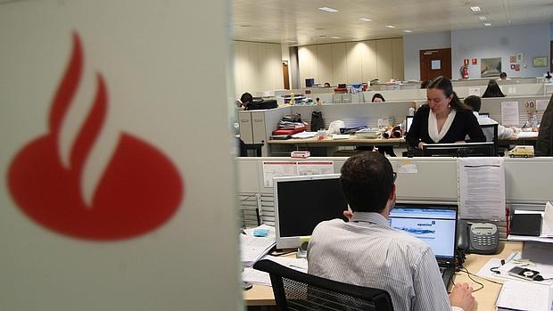 Banco santander cerrar hasta 450 oficinas con ajuste de for Oficinas banco santander murcia