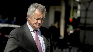 gnacio Peláez, abogado de Mario Conde, esta tarde en el exterior de la Audiencia Nacional