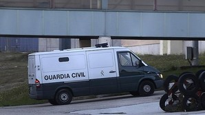 Furgón de la Guardia Civil en el que el expresidente de Banesto Mario Conde ingresó en la prisión de Soto del Real