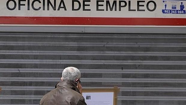 El paro baja en personas y se crean empleos en abril - Oficina de empleo tenerife ...