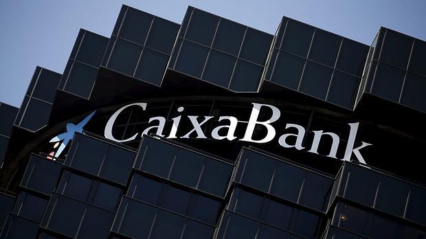 Condenan a CaixaBank a devolver una cláusula suelo porque no estaba pactada