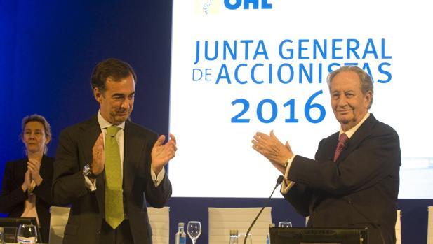 El hasta ahora presidente de OHL, Juan Miguel Villar-Mir, (d) y futuro presidente, Juan Villar-Mir de Fuentes (i)