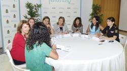 Sobre el tapete se pusieron temas como la necesidad de crear entornos que favorezcan la progresión de las mujeres hacia la dirección de la empresa, y por qué, desde niñas, son más reacias que los hombres a elegir carreras como Ingeniería