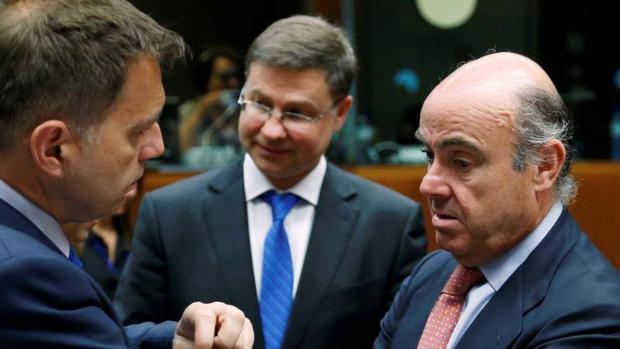Hemeroteca: La Comisión confirma la posibilidad de que la multa a España sea «cero»   Autor del artículo: Finanzas.com