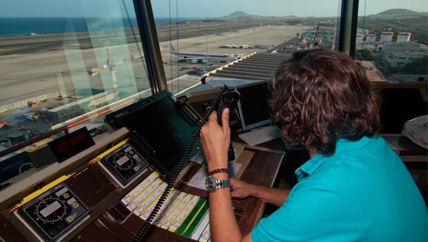 Los controladores aéreos advierten de que se puede producir otro «caso Vueling» por falta de planificación