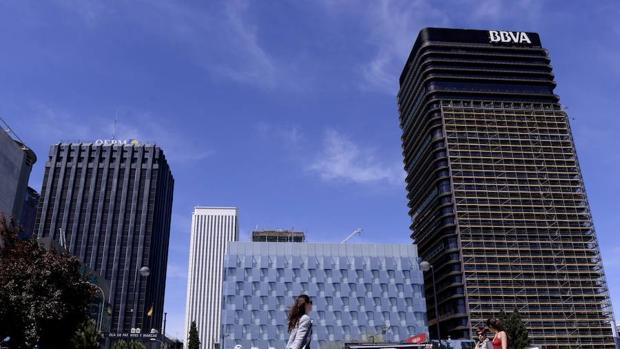 Bbva cerrar 400 oficinas en catalu a por solapamiento de for Oficinas bbva albacete