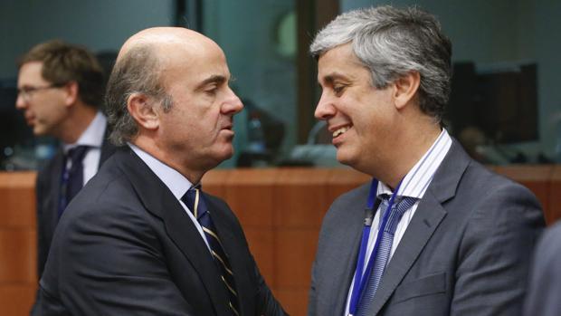 Los titulares de Economía de España y Portugal, Luis de Guindos y Mario Centeno