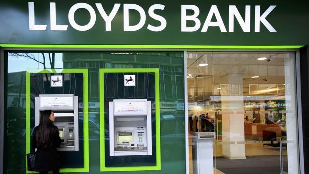 Lloyds recortar empleos y cerrar 200 oficinas por for Oficina empleo goya