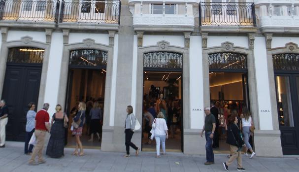 Galicia Fachada de la nueva tienda de Zara en La Coruña 603af75341015