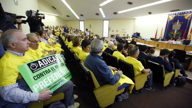 Afectados por las preferentes de Caja Madrid, en la última vista del juicio