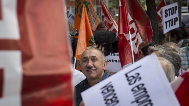 El secretario general de UGT, Pepe Álvarez, en una concentración contra el TTIP