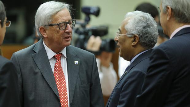 El presidente de la CE, Jean-Claude Juncker, y el primer ministro luso, António Costa.