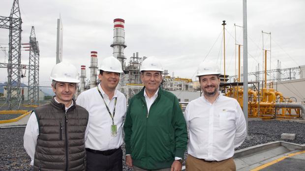 De izquierda a derecha, Enrique Alba, director general de Iberdrola en México; Mario Esquivel, director de Generación; Ignacio Galán, presidente de Iberdrola; y Millán García, director de Proyectos, hoy, en la inauguración de la central