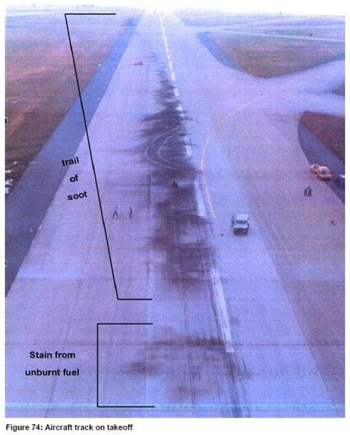 La primera mancha, en la parte inferior de la imagen, es un rastro de combustible sin quemar. La mancha principal es el rastro de ceniza que dejó el Concorde en su despegue. Por la dirección de la mancha se observa que el avión inició el vuelo ya torcido