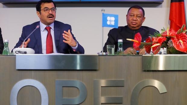 El presidente de la OPEP, Mohammed bin Saleh al-Sada, y el secretario general, Mohammad Barkindo