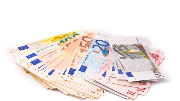 Hemeroteca: El euro baja frente al dólar a mínimos desde 2003 tras la bajada de tipos   Autor del artículo: Finanzas.com