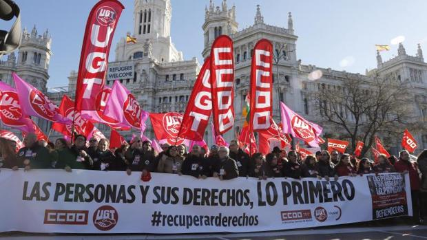 Manifestación de los sindicatos contra las líneas rojas al diálogo social