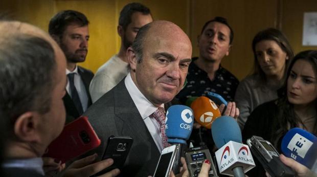 Bruselas aprueba el presupuesto de España pero prevé un déficit del 3,3%