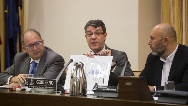 El Ministro de Energia Turismo y Agenda Digital , Alvaro Nadal , comparece ante la comision de energia del Congreso de los Diputados para explicar el comportamiento de los precios en los mercados de la energia