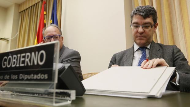 Álvaro Nadal comparece en el Congreso para explicar la subida de la luz