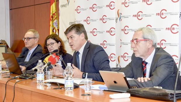 La Plataforma Multisectorial contra la Morosidad (PMcM) durante la presentación de su «Informe sobre Morosidad: Estudio Plazos de Pago en España 2016»