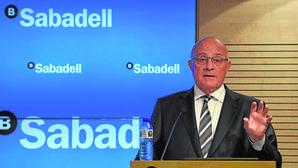 El Sabadell abre la puerta a más compras para ser el cuarto banco