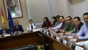 El ministro de Fomento, Íñigo de la Serna, se reunió ayer con la patronal y los representantes de los estibadores