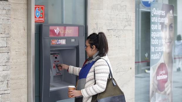 Las tres redes suman en España un total de 55.517 cajeros automáticos