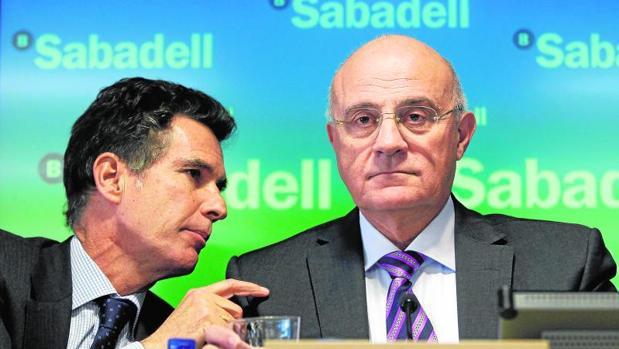 Josep Oliu (Banco Sabadell) ganó 2,6 millones de euros durante el año pasado, un 8,7% menos