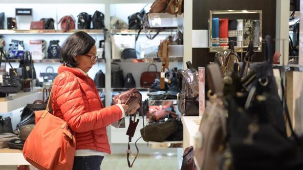 La confianza del consumidor se acerca a los datos contabilizados en febrero de 2016 (95,2 puntos)