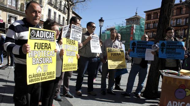 La patronal bancaria considera exigente el decreto sobre for Noticias clausula suelo