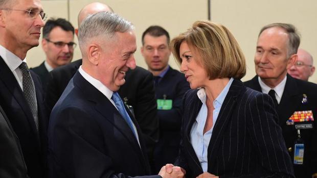 James Mattis y Maráa Dolores de Cospedal en la cumbre de la OTAN del pasado febrero