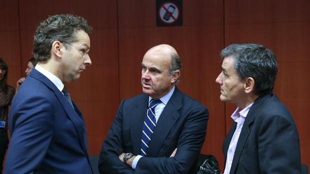 Dijsselbloem frente a sus homólogos español y griego, Luis de Guindos y Euclid Tsakalotos