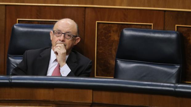 El ministro de Hacienda, Cristóbal Montoro, esta mañana en el Congreso