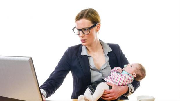 La deducción por maternidad se aplica a las madres con hijos menores de tres años que trabajan