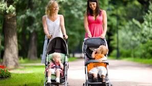 Al tener o adoptar un hijo, se aplica el mínimo por descendiente para minorar la cuota del IRPF