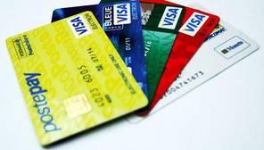 El 84% de los consumidores encuestados aseguró que no sale de su casa sin la tarjeta prácticamente nunca